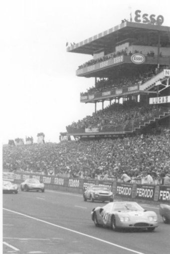 Racing in 6os grandstand bw